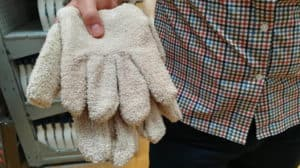 A pair of heat resistant gloves
